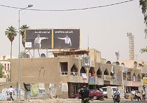 Un cartel reza en Bagdad: 'Paremos las acusaciones contra nosotros'. (M. G. P.)