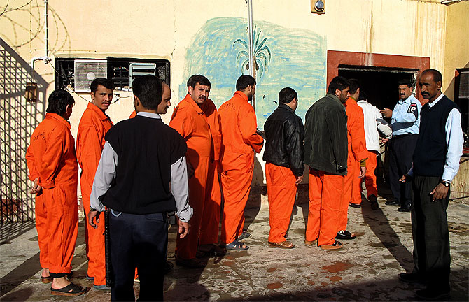 Prisioneros iraquíes de la prisión de Samawa. (Foto: AFP)
