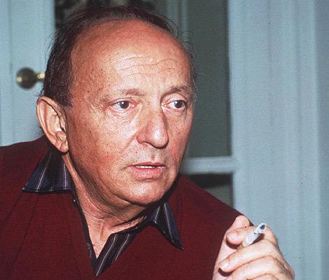 El escritor Harold Robbins, en una foto de archivo de 1982. | Ap.
