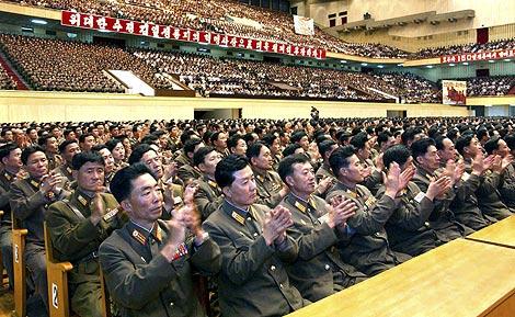 Soldados norcoreanos celebran el éxito del ensayo nuclear. | Reuters