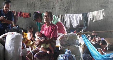 Un grupo de desplazados filipinos  AI