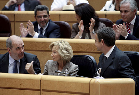 Chaves, con Salgado y Zapatero en el Senado el pasado día 26 | Efe