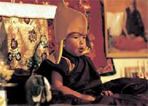 A los 14 meses fue identificado como reencarnación del lama Yeshe.