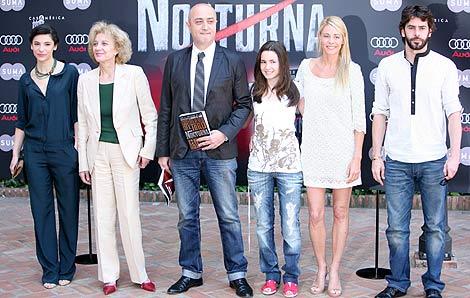 De izquierda a derecha, Irene Visedo, Marisa Paredes, Pablo Álvarez (director de Suma de Letras) Ivana Baquero, Belén Rueda y Eduardo Noriega. | Efe