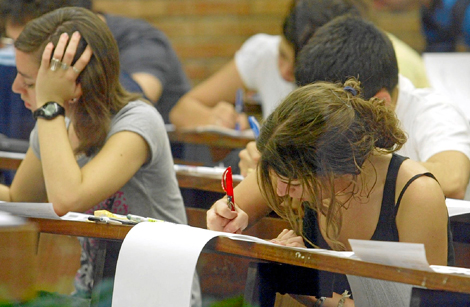 Estudiantes catalanes en las pruebas de acceso a la universidad de 2008. | Domènec Umbert