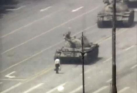 Los tanques salieron a las calles de Pekín para disolver por la fuerza a los manifestantes. | El Mundo