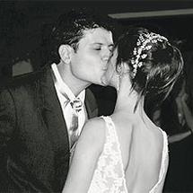 Carlos Eduardo y Bianca, recién casados.