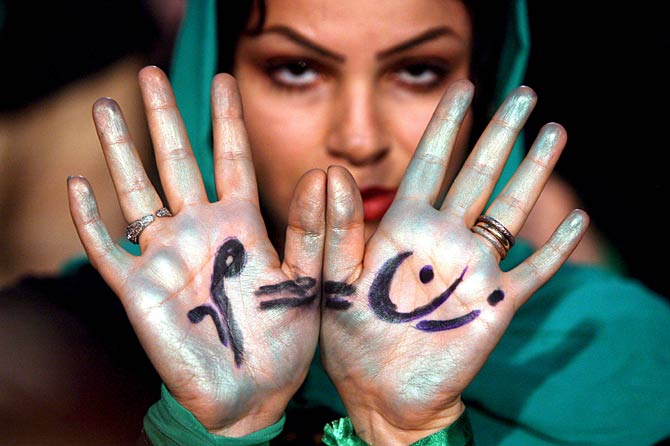 Una seguidora de Mir Husein Musavi.  EFE/Abedin Taherkenareh