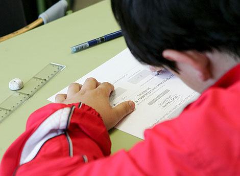 Los hábitos de estudio de los jóvenes españoles no son los mejores, según varios estudios. | Efe