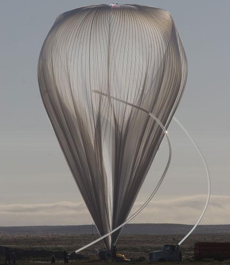 El globo 'Sunrise', poco antes de su lanzamiento,   Carlye Calvin / UCAR