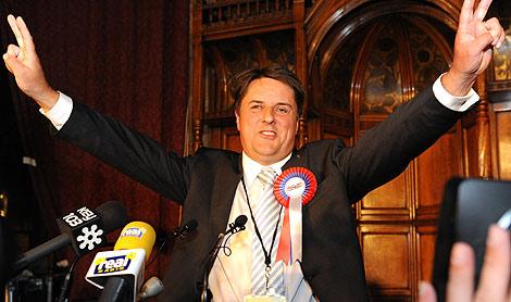 El líder 'ultra' británico Nick Griffin celebra sus resultados. | Afp