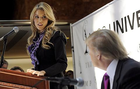 La ya ex Miss California, durante una presentación con Donald Trump. | Efe