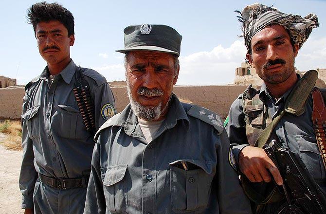 Agentes de la policía afgana en Bala Murghab. (Foto: MÒNICA BERNABÉ)