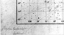 Posiciones predicha (cuadrado) y observada (círculo) de Neptuno