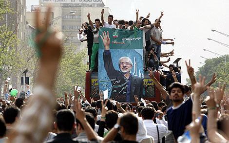 Seguidores de Musavi, durante la protesta por las calles de Teherán. | AP