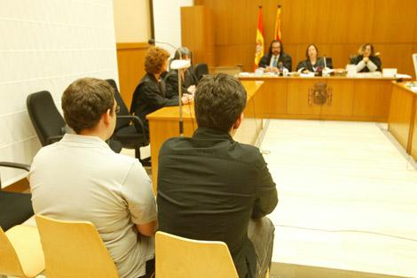 Los acusados, durante el juicio. | Domènec Umbert