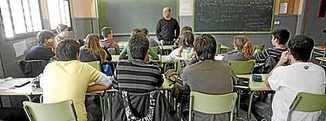 Alumnos de un colegio, durante una clase. | EL MUNDO