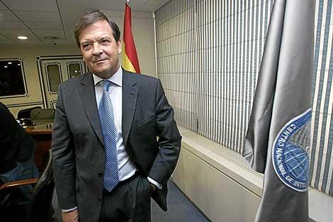 El director del CNI, Alberto Saiz, al terminar una rueda de prensa en la sede de los servicios secretos.   Carlos Barajas