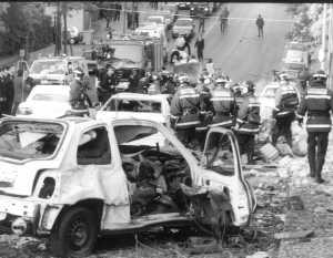 Efectos del atentado contra Aznar, el 19 de abril de 1995, a consecuencia del cual murió una anciana (Foto: Cuéllar)