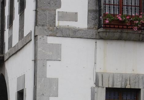 Lugar en el que se encontraba la placa en homenaje al etarra Argala. | Justy