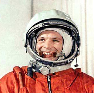 Gagarin posa con mono naranja de Skywalker.