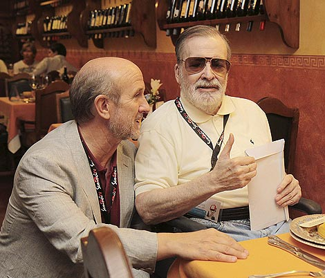 Narciso Ibáñez Serrador con el presidente de la SeminiciTV, Javier Ángulo, en Valladolid.   Ical.