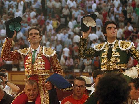 José Tomás y Miguel Ángel Perera salen a hombros de la plaza de Badajoz. | Maurice Berho