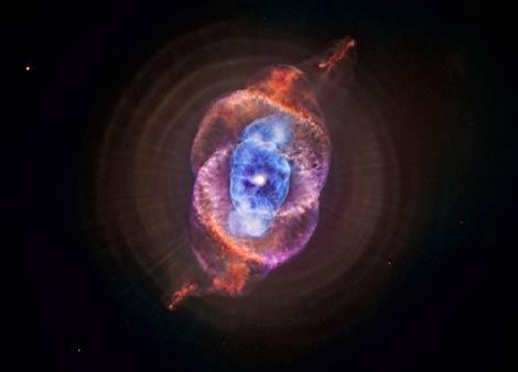 La nebulosa 'Ojo de gato' observada por el Hubble y el Chandra | NASA