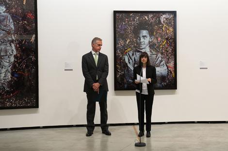 Juan Ignacio Vidarte, director del museo y Nancy Spector, de la Fundación de Nueva York.