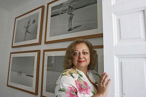 Cristina García Rodero, en una exposición de sus fotografías. | Jose Aymá