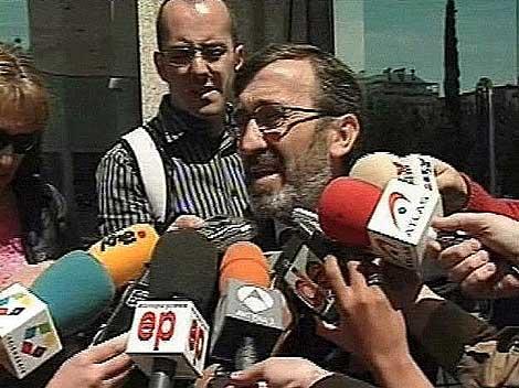 Rodolfo Ruiz atiende a los periodistas tras abandonar la Audiencia Provincial de Madrid. | EL MUNDO