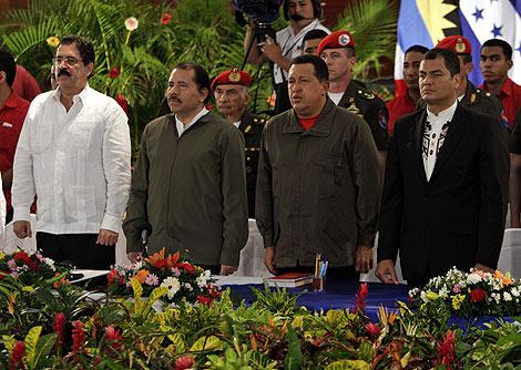 Zelaya, junto a Daniel Ortega, Hugo Chávez y Rafael Correa. | AP