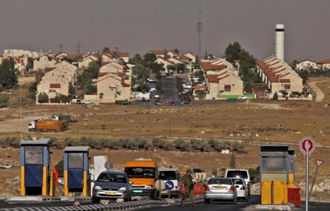 Un punto de vigilancia en el asentamiento de Adam |Foto: AP