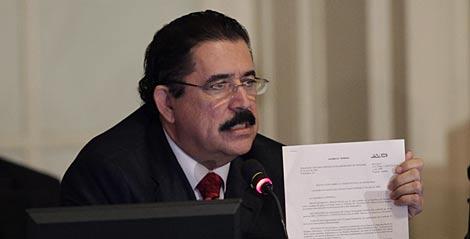 Zelaya, durante la reunión de la OEA. | AP