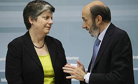 Rubalcaba charla con la secretaria de Seguridad Interior de EEUU, Janet Napolitano. | Efe