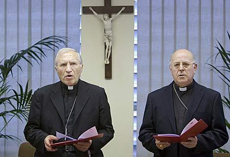 Blázquez, a la derecha, junto al presidente de la Iglesia española, Rouco Varela. | Efe