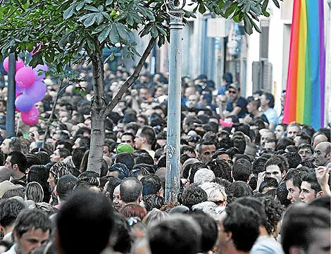 Imagen de una calle de Chueca durante las fiestas del Orgullo Gay. (J. Villanueva)