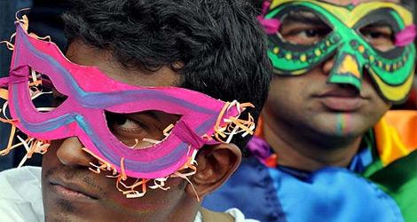 Dos homosexuales en un desfile en la India.| EFE