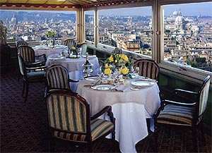 El restaurante del Hotel Hassler, con vistas panorámicas sobre Roma.   J.P. Cardenal