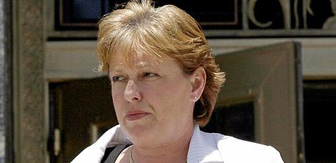 Lori Drew a su salida de los juzgados | AP