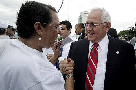 Micheletti, en una foto de archivo saludando a una seguidora. | Reuters