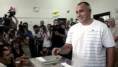El líder del partido GERB, Boiko Borisov, en el momento de votar.| Ap