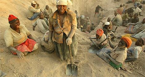 Trabajadores en las minas de diamantes de Marange. | AP
