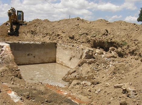 Imagen de los restos de uno de los refugios utilizados por la Legión Cóndor. | Ricardo Muñoz