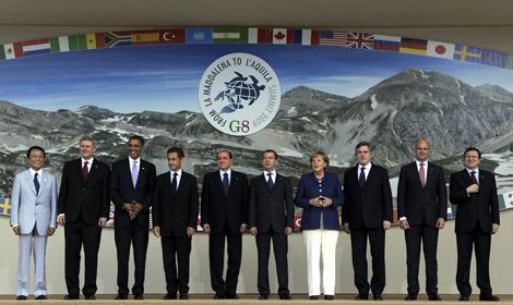 Los líderes del G-8 posando para la foto de grupo. | AFP