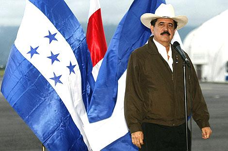 Manuel Zelaya, a su llegada a Costa Rica.   Efe