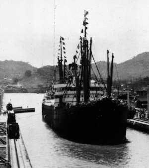 El vapor 'SS Ancon', en la primera travesía del Canal de Panamá, el 15 de agosto de 1914.