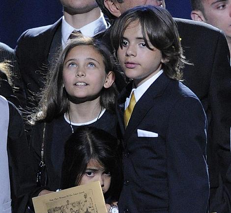 Los hijos del 'rey del pop' en el funeral de Jackson la pasada semana. | Efe