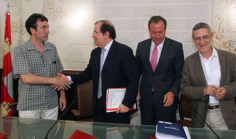 Herrera firma varios acuerdos tras la reunión del Consejo del Diálogo Social.| Ical