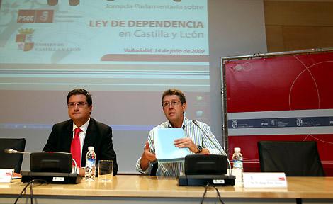 Óscar López y Jorge Félix Alonso en una jornada de la Ley de Dependencia.| Ical